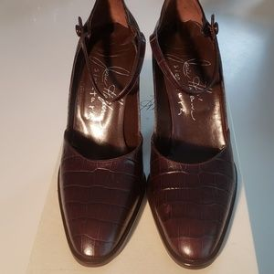 Joan Helpern Dark Brown Pressed Leather Heel